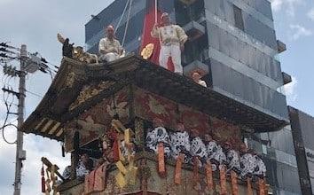 祇園祭の京都の街に住んで